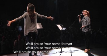 Oh Come Let Us Adore Him – Kristene DiMarco w/ Bethel Worship